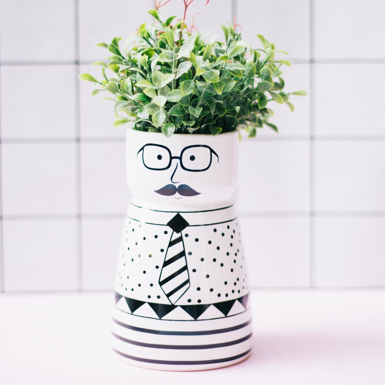 cachepot mustche
