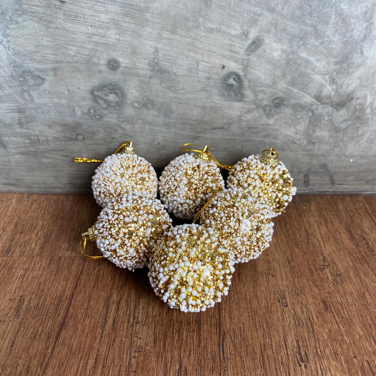 conjunto de bolas douradas